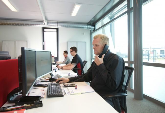 Truus, Youri en Herman op kantoor